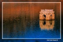Campanar de Tous (The bell tower of Tous) Pant de Tous, la Canal de Navarrs, Valncia, Spain (Rafel Ferrandis) Tags: tous canalnavarrs reflex eos5dmkii ef100400mmf4556lii