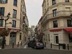 Puteaux, rue Voltaire (Grbert) Tags: puteaux rue voltaire