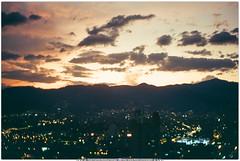 Fotografía Análoga -  Cámara Zenit - Lente 50 mm f 1.8 - Atardecir en Medellín, Colombia (Juan Camilo Bedoya Vargas) Tags: film analog 35mm 50mm bellasartes zenit medellín lente50mm análoga fotografíaanáloga juancamilobedoyavargas estefaníajuradopavas bellasartesmedellín