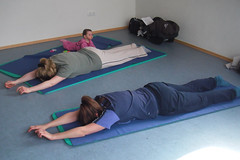 "Mutter Kind Yoga • <a style=""font-size:0.8em;"" href=""http://www.flickr.com/photos/75420791@N06/8629392800/"" target=""_blank"">View on Flickr</a>"