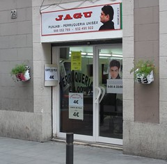 salon 398 (ricbe71) Tags: barbershop coiffeur barcelone