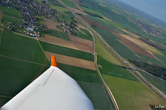 Turning left near Pont sur Yonne (La Pom ) Tags: aircraft flight engine single pont sur a210 vol winglet propeller avion rotax aquila hlice yonne monomoteur