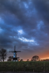 Windmill Veere, Holland (WATCH-ING) Tags: light sunset holland windmill dutch clouds moulin licht zonsondergang tramonto sundown nederland wolken zeeland paysage nederlands paesaggio molen mulino avondlicht landschap eveninglight veere gloed coucherdusoleil flickraward ringexcellence dblringexcellence