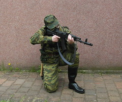 SAM_0527 (zeesenboot) Tags: camo camouflage gasmask wellies reenactment rubberboots gummistiefel airgun airrifle kalashnikov luftgewehr gasmaske tarnanzug kalaschnikow schutzmaske abcschutz