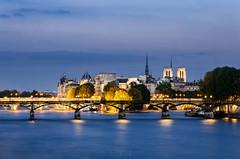 Paris sur Seine (Level RJS) Tags: paris seine la nikon arts des level pont notre dame neuf lumires heure bleue 789 conciergerie d7000 level789