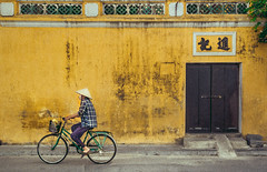 SGN0410082016 (L Trng Thin) Tags: vietnam vitnam vietnamese people lifestyle old oldtown vintage hian hoian street streetlife streetphotography travel randomshot random bicycle outdoor aged classic classical olden plain grain filmlook daylife dailylife peace peaceful strawhat retro