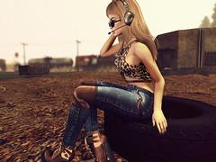 Listening. ( ~ ds tll gg) Tags: beusy spirit furtacor diamante moda redgrave maitreya slin itdoll blogger cute girl fashion doll game sl secondlifeblonde