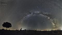 VÍA LÁCTEA COMPLETA SIN ERMITA (JuanMa-Zafra) Tags: víaláctea nocturnas noche estrellas extremadura zafra d700 1735mm tamron full frame trípode intervalometro linternas disparador galaxia universo galactico
