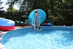 1E7A5418 (anjanettew) Tags: swimming diving kids pool summer fun twins sillykids splashing babypool