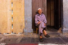 Men of the Desert (.sl.) Tags: casablanca maroc medina people portrait streetphotography men djellaba morroco door