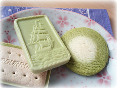 & (Tsuki) Tags: green japanese tea sweet chocolate biscuit snacks matcha bourbon maccha  alfort