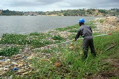 Sampling - Cte d'Ivoire (UNEP Disasters & Conflicts) Tags: water pollution environment development ctedivoire unep sampling naturalresources environmentalassessment unitednationsenvironmentprogramme unepmission