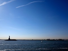 Statue of Liberty, NYC (Timbo_a_go_go) Tags: nyc sea water statue liberty bay boat waves panoramic sail