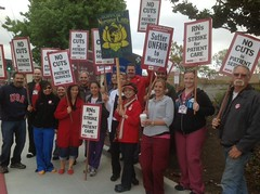 Sutter Strike - Eden (calnursesphotos) Tags: union strike rn cna safestaffing californianursesassociation sutterhealth edenmedicalcenter rnstrike