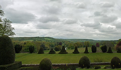 Chilham Castle - View Of The Wye Valley (rayyaro) Tags: uk england sky castles clouds landscapes kent topiary norman rivers janeausten valleys wyevalley englishcastles chilham chilhamcastle greatstour