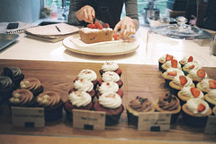 vintage, cupcake, dessert, food (Amanda Michelle Seyfried) Tags: uk england food love vintage cupcakes tea teatime backery