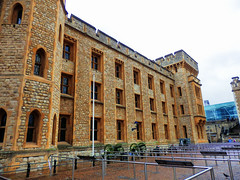 Waterloo Barracks, The Tower of London (photphobia) Tags: tower toweroflondon london castle castillo fortress city oldwivestale cityoflondon outdoor architecture buildings building buildingsarebeautiful waterloobarracks jewelhouse crownjewels