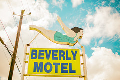 Meet Me at the Beverly Motel (Thomas Hawk) Tags: alabama america beverlymotel mobile mobilecounty usa unitedstates unitedstatesofamerica diver motel neon fav10 fav25 fav50