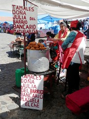 Tamales Doa Julia del Barrio Bancario Plazuela El Che (magellano) Tags: sucre bolivia mercato mercado market recoleta donna woman candid strada street tamales doa julia barrio bancario plazuela elche insegna sign
