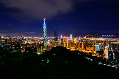 2016-8-12 101 (Taipei Xiangshan Night View) ((Su Bo-An)) Tags: taiwan taipei 101 xiangshan night view nightview d3100 atx 116 atx116 1116 1116mm tokina f28 pro dx ii tokinaatx1116mmf28prodxii tokina1116mm t116 xinyi district xinyidistrict city taipeicity 2016 08 0812 201608 20160812   101     taipei101