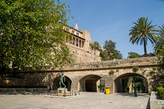 Parc S'Hort del Rei de Palma de Majorque (Comte78) Tags: palma balares le spain espagne majorque mallorca ville city placa place chateau eglise sun soleil palmier mediterrane
