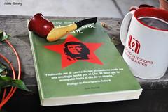 Un poco de tabaco, caf y el Che (spawn5555) Tags: caf tabaco libro libri books che nikon cotidiano photography fotografia