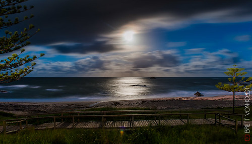 Port Macquarie Oxley Beach at night
