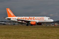 easyJet G-EZBZ (Howard_Pulling) Tags: camera uk england march photo airport nikon bedfordshire flughafen luton lutonairport flug 2013 pictureof londonluton hpulling howardpulling nikond5100