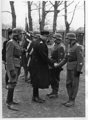 Vidkun Quisling hos norske frivillige p stfronten. (Riksarkivet (National Archives of Norway)) Tags: worldwar2 secondworldwar quisling krigen vidkunquisling andreverdenskrig okkupasjonstiden stfronten