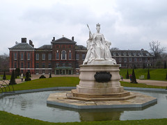 Kensington Palace (the last don) Tags: london statue palace kensington