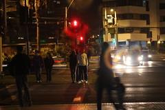 Noche Ajetreada (Luu_al <3) Tags: luz canon luces rojo foto amor personas stop semaforo fotografia velocidad negra iquique rápido esperar mareo negrita luzroja t2i detenerse ajetreado
