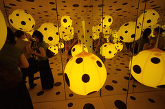 "YAYOI KUSAMA ""Big in Japan"", 6 (Vygintas R.) Tags: people art film june yellow japan self reflections photography iso400 voigtlander balloon perspective 35mmfilm 2009 bessal lithuania vilnius avantgarde yayoikusama lietuva kodakportra400nc nikoncoolscan5000 mc  voigtlanderheliar15mmf45 atspindys vygintasrainskas 335109 begalyb"