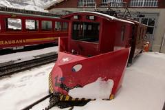 Schneepflug X 52 der Jungfraubahn JB ( Zahnradbahn 1000mm - Baujahr 1921 ) auf der kleinen Scheidegg in den Alpen - Alps im Berner Oberland im Kanton Bern in der Schweiz (chrchr_75) Tags: train de tren schweiz switzerland suisse suiza swiss eisenbahn railway zug sua april locomotive jb christoph svizzera bahn treno schweizer chemin centralstation sveits fer locomotora tog juna 1304 lokomotive lok sviss ferrovia zwitserland sveitsi bergbahn spoorweg suissa locomotiva lokomotiv ferroviaria  locomotief jungfraubahn chrigu  szwajcaria rautatie   2013 bahnen zoug trainen  chrchr hurni chrchr75 chriguhurni alpenbahn albumbahnenderschweiz chriguhurnibluemailch albumbahnenderschweiz2013162 albumjungfraubahn