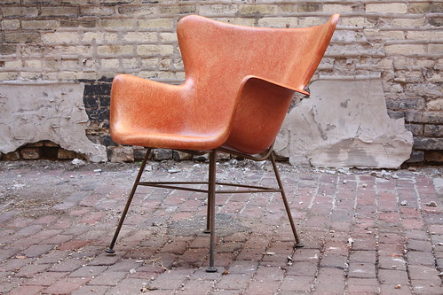 Sweet Lawrence Peabody Mid Century Modern Fiberglass Wingback Arm Chair for Selig (U.S.A, 1950s)