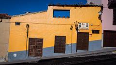 Yellow on Blue on a sloping road // Gelb auf Blau auf einer schrgen Strasse (Frank Lindecke) Tags: street blue vacation holiday spain strasse urlaub gelb tenerife teneriffa spanien kanarischeinseln laorotava