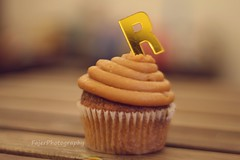 R (Fajer Alajmi) Tags: wood caramel cupcake letter