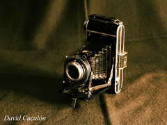 Old Camera (David Cucaln) Tags: camera old stilllife macro 35mm vintage fineart grain vieja olympus retro bodegn lith camara grano e510 digitalcameraclub cucalon davidcucalon