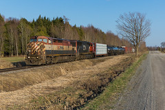 CN 393 @ Durham Sud (Mathieu Tremblay) Tags: saint cn train lawrence spring montral grand canadian richmond atlantic national sherbrooke trunk printemps canadien subdivision sla 393