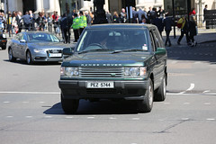 Range Rover County (kenjonbro) Tags: county uk england green london westminster 2000 4x4 trafalgarsquare suv landrover rangerover charingcross sw1 p38a kenjonbro canoneos5dmkiii canonef70200mm128l1siiusm maydaymarch2013 1stmaymarch pez5744