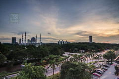 Sunset | Shah Alam | Single Exposure (Mohamad Zaidi Photography) Tags: sunset rooftop traffic shahalam singleexposure 06s selangordarulehsan concordehotel statemosque 09h d7100 masjidnegerishahalam tokina1116 leefiltersystem rgnd mohamadzaidiphotography