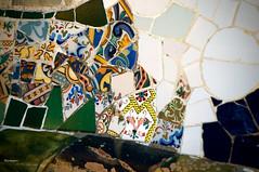 Trencadis 3 (wsrmatre) Tags: barcelona parque españa art architecture garden spain arquitectura arte mosaic mosaico catalonia gaudí catalunya espagne parc cataluña cerámica modernisme parcgüell mosaïque antonigaudí catalogne parqueguell trencadis ericlópezcontini ericlopezcontini ericlopezcontinifoto ericlopezcontiniphoto ericlopezcontiniphotography wsrmatrephotography wsrmatre