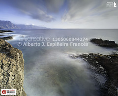 Acantilados de Sardina y cola de dragn (Alesfra) Tags: ocean longexposure light red sea sky espaa orange cloud mountain seascape seaweed reflection verde green luz water pool rock marina landscape puddle grey gris star mar photo spain rojo agua ray foto dusk paisaje canarias corona cielo reflejo crown algae canary rayo montaa naranja canaryislands ocaso nube canaria roca anochecer alga norte laspalmas islascanarias starlight charco ocano charca largaexposicin sigma2470mmf28exdgmacro gldar verdn skyfall sardinadelnorte canoneos5dmarkii safecreative albertojespieirafrancs leebigstopper10stopfilter alesfraphotography alesfrafotografia coladedragn wwwalesfracom fotoregistrada
