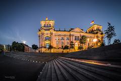Berlin - Reichstag (Thomas Bechtle Fotografie) Tags: berlin city d800 langzeitbelichtung mitte nachtaufnahmen nikon orte regierungsviertel reichstag samyang bekannte blauestunde fisheye bluehour walimaxpro color cityscape popularplaces