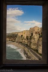 veduta di Tropea (paolotrapella) Tags: tropea calabria finestra window santa maria dell isola mare sea