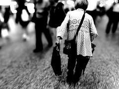 Walking (osanpo_traveller) Tags: japan yokohama street huaweip9
