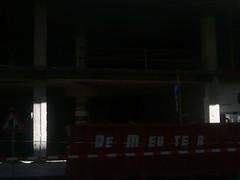 en attendant le bus (Ponto e virgula) Tags: belgique bruxelles obras typo font