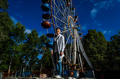 Vlad Shapovalov (ivan_volchek) Tags: near ferris wheel guy sky tree clouds bryansk