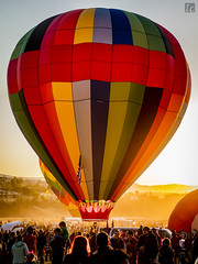 Sunrise, Reno Balloon Festival (lycheng99) Tags: greatrenoballoonrace reno nevada 2016reno balloon hotairballoonmorningsunrisepeoplecrowdback lightingback litback lightsun rays sunlight color colorful