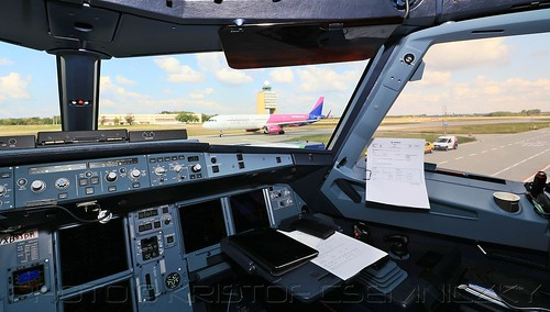 Wizz Air Airbus A321ceo from the cockpit of next generation A321neo