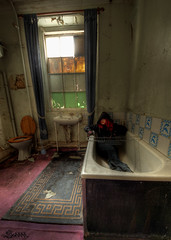 Rub a dub dub (Sshhhh...) Tags: abandoned bathroom bath decay urbanexploration derelict urbex